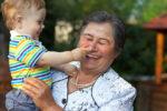 article_images/grandparent_child_senior_533747673.jpg