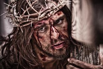 article_images/miniseries_jesus_cross_967240854.jpg